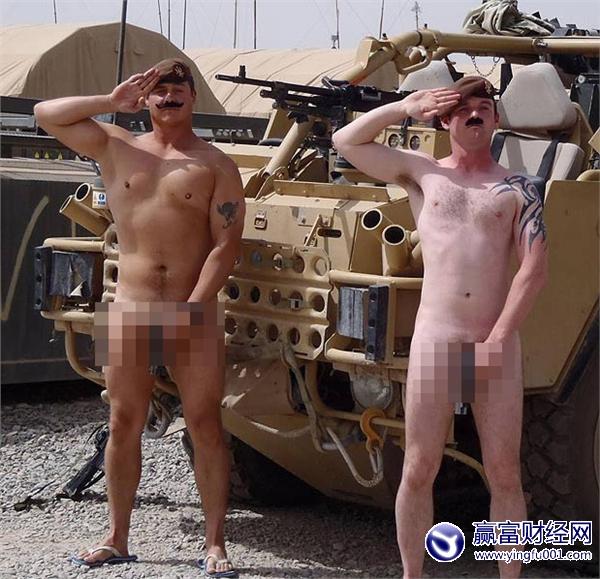 万人裸体支持哈里王子 全裸照片引发世界轰动(图)(2)